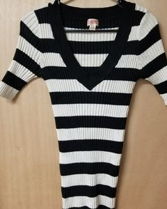 NWOT  Vneck sweater tunic